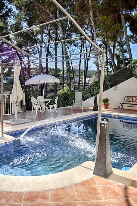 Sitges Villa Aaton, a beautiful shared villa - Olivella - House