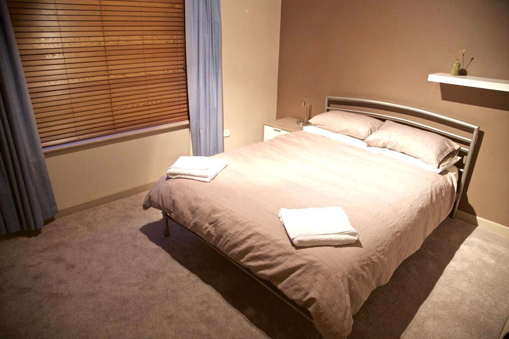 Private Queen Room. Close to CBD. - Fullarton