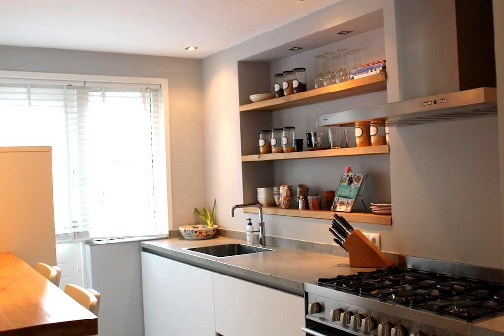 Privékamer in zeer ruim appartement - Breda