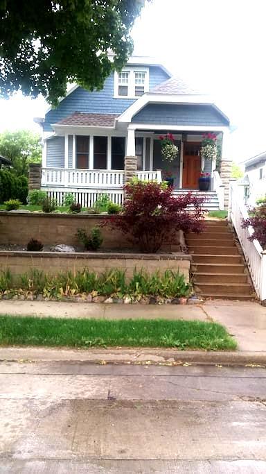 Great Community! GREAT PRICE! ❤ MKE - Milwaukee - Apartment