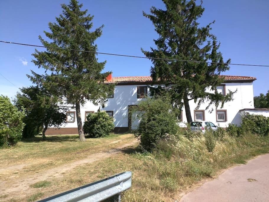 CT15A habitacion cuadruple baño compartido - Grañón - Casa