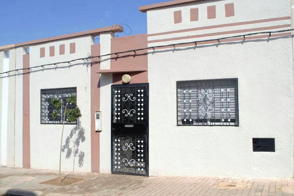 Maison récente Oujda quartier calme - Oujda