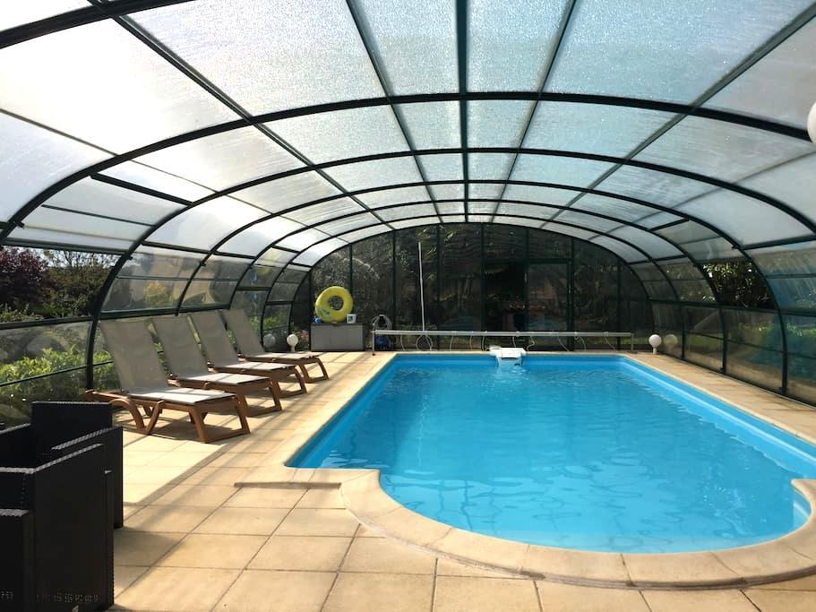 Maison avec clim piscine chauffée jaccuzzi ss dôme - Hautefort
