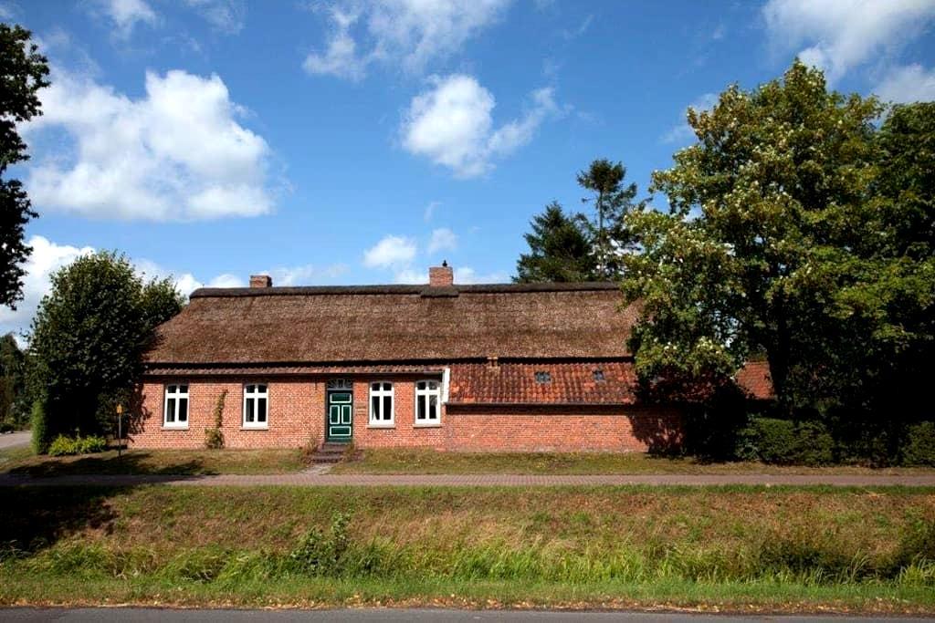 Big farmershouse in the countryside - Großefehn