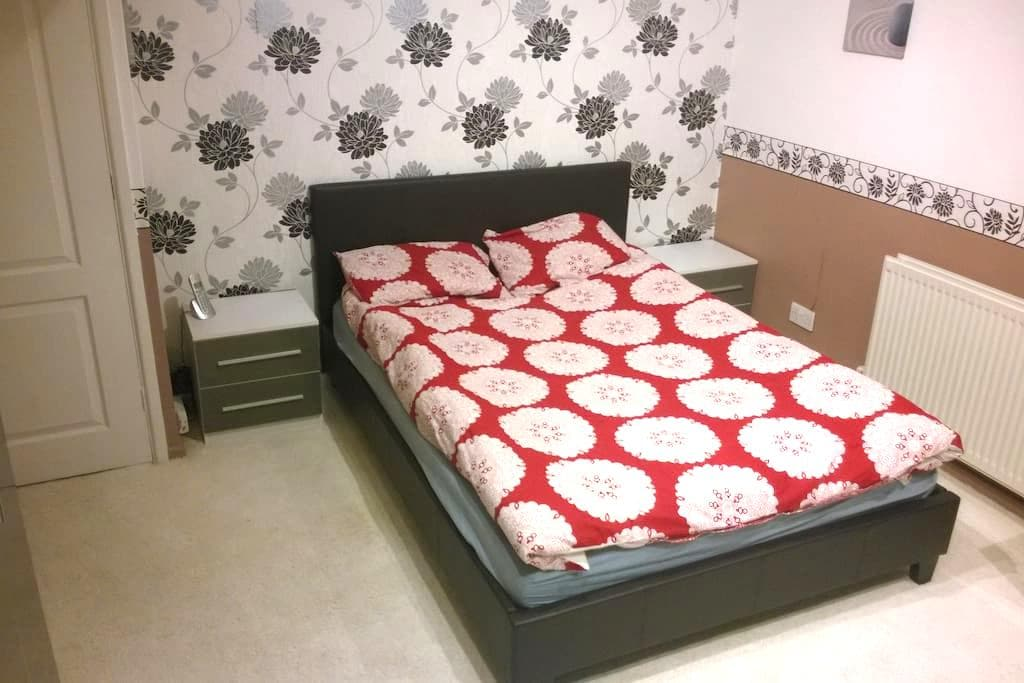 Double room, walking distance to the airport - Luton