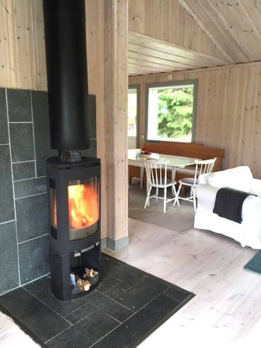 Litet hus i Örån - Östersund NÖ - บ้าน