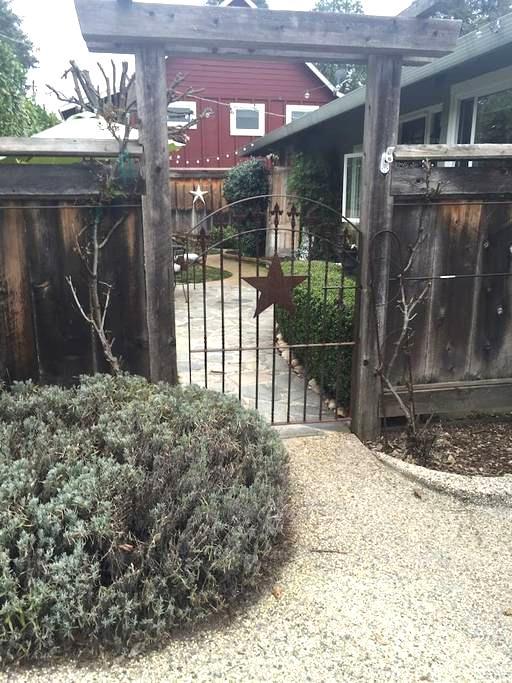 Steps to Downtown Grass Valley - Грасс Вэлли - Квартира