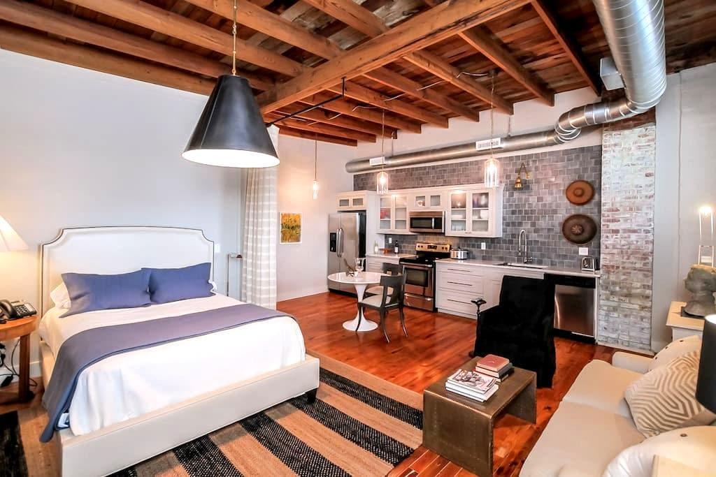 Studio Apartment at The Merchantile - Ashland City - Apartment