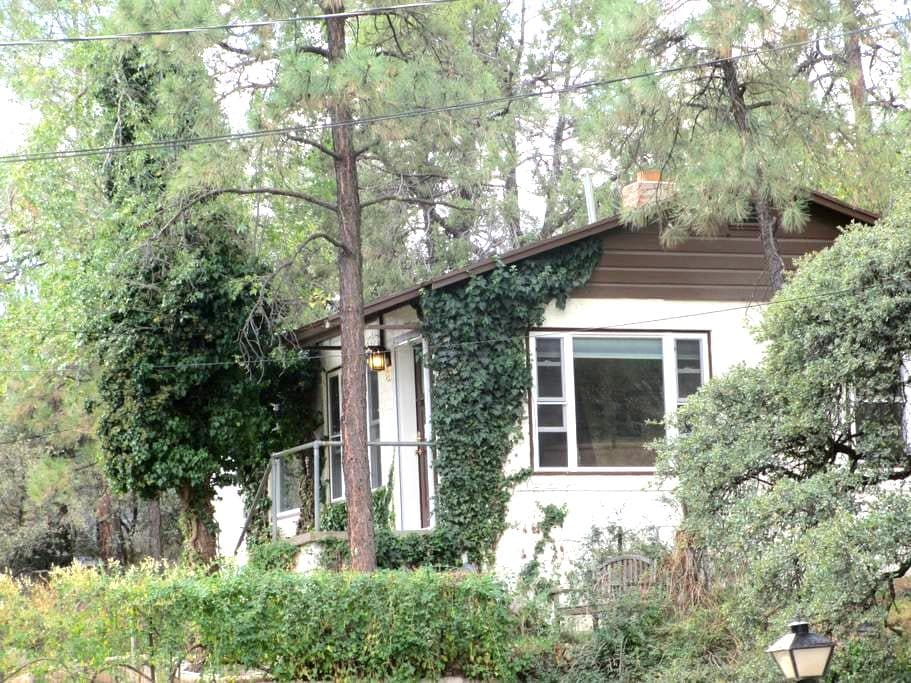 Downtown But Secluded Charming Cottage/House - Prescott - Hus