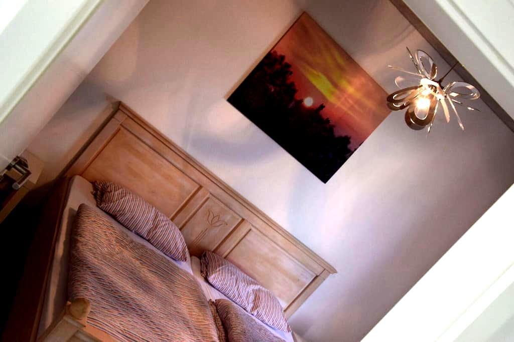 Zimmer + eigenes Bad im Neubau - Oldenburg - House