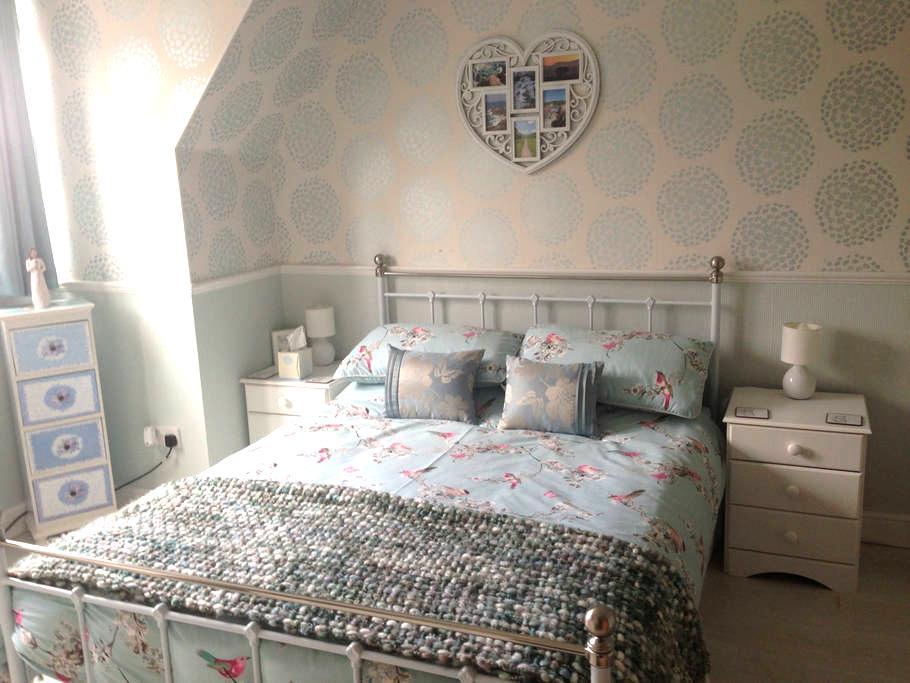 Stylish Double Room in Oakley - Oakley