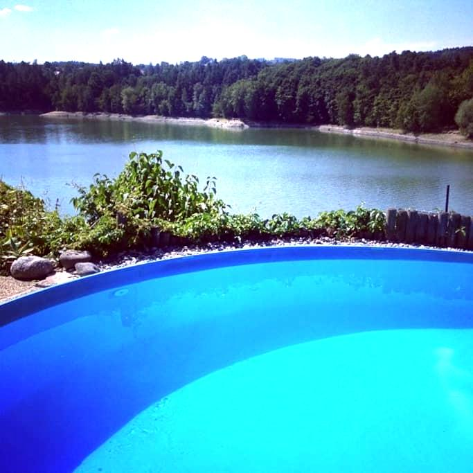 Great summer house, lakefront + swimming pool - Lazinov