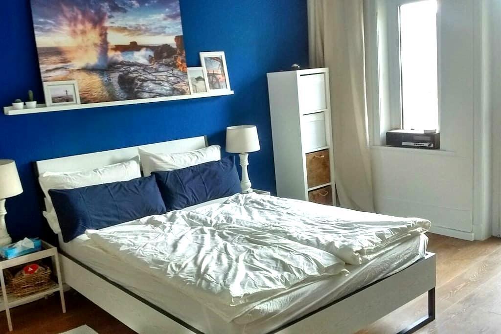Schönes Zimmer mit Lichtblick - Hamburg