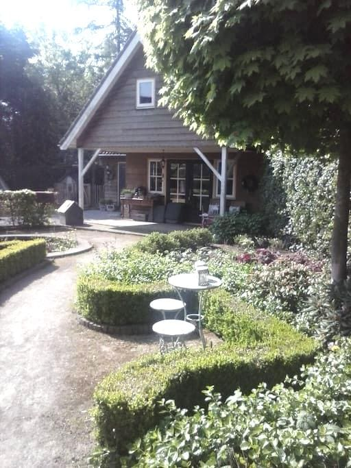 Sfeervol tuinappartement  - Sprang-Capelle - Bed & Breakfast