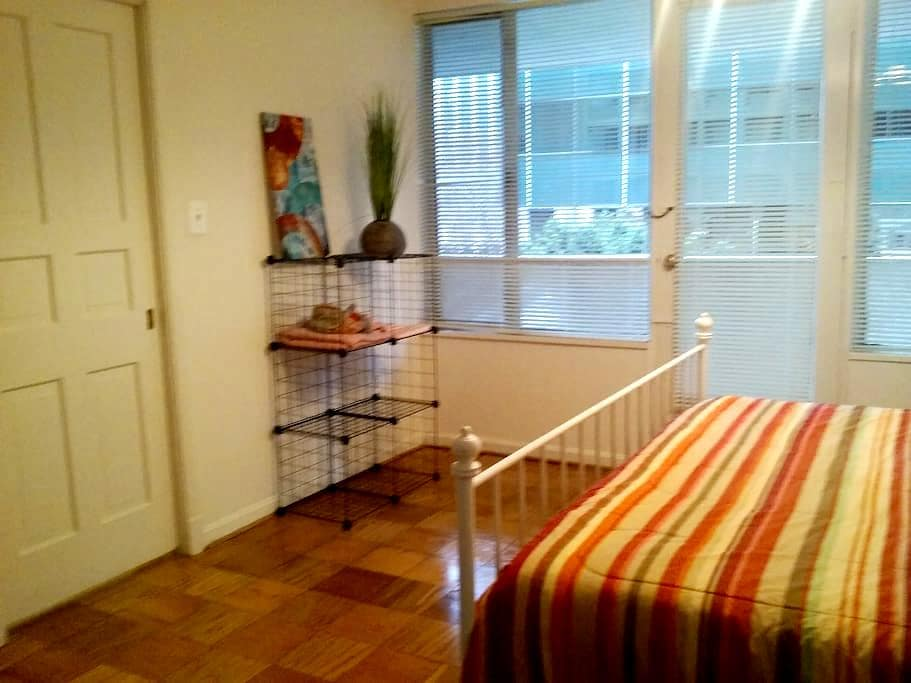 Spacious room in great location close to metro - Arlington - Daire