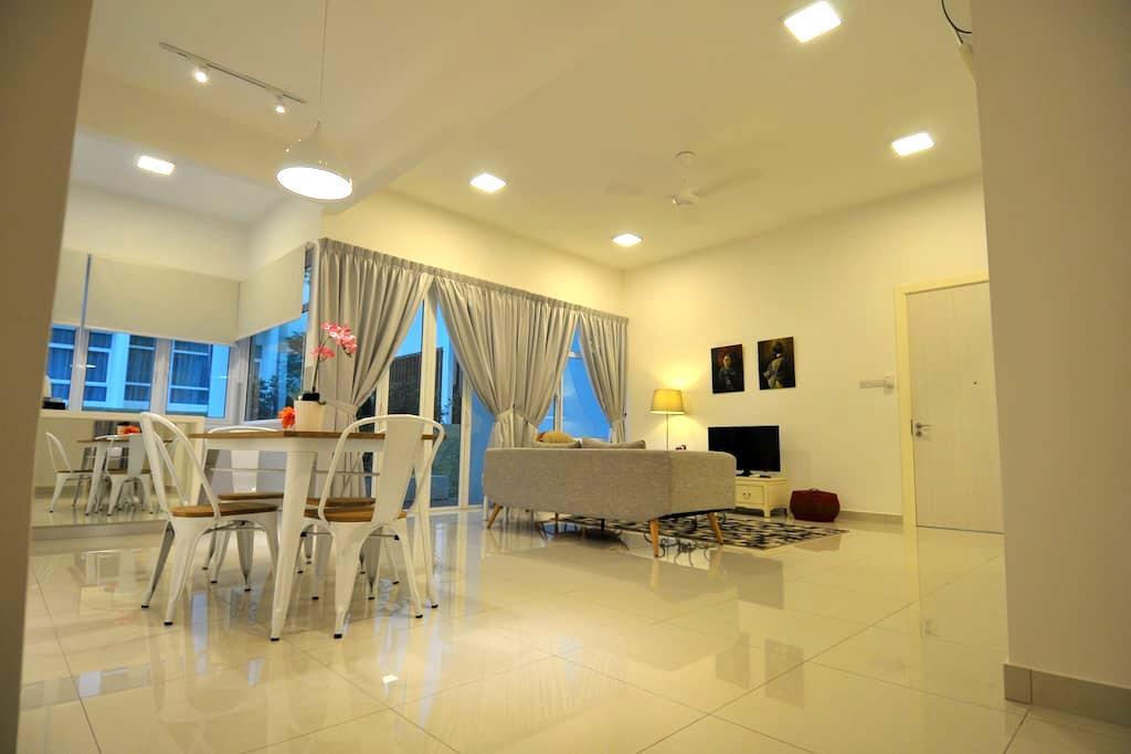 Auli Home Stay @ Ferringhi - Batu Ferringhi - Condomínio