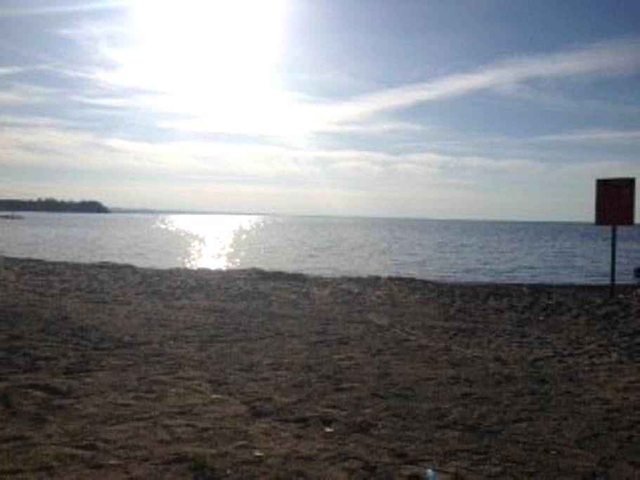 Maison bord du Lac St-Jean, avec plage privée - Métabetchouan-Lac-à-la-Croix - Maison
