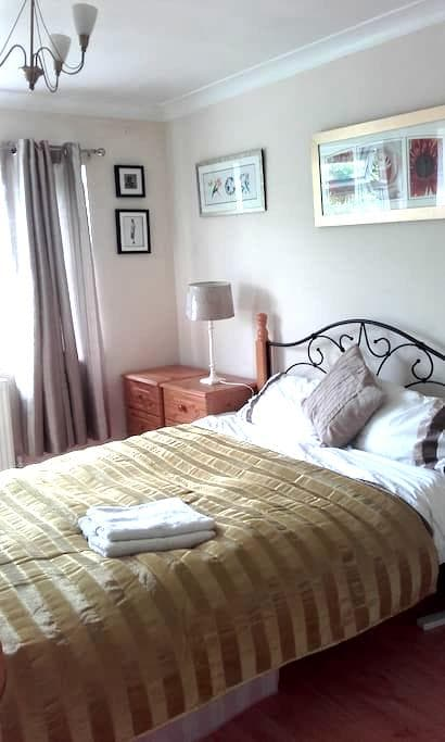 Double Rm 2 mins to Twyford Station - Twyford - Apartment
