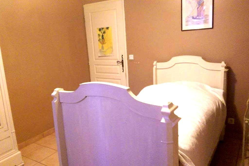 Le charme d'une chambre à la campagne - Lalbenque - House