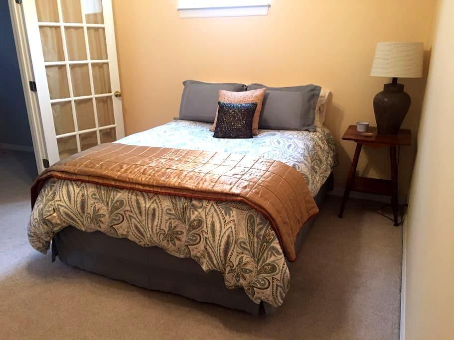 Upscale Private Room + Bathroom w/ Amenities - Columbia - House