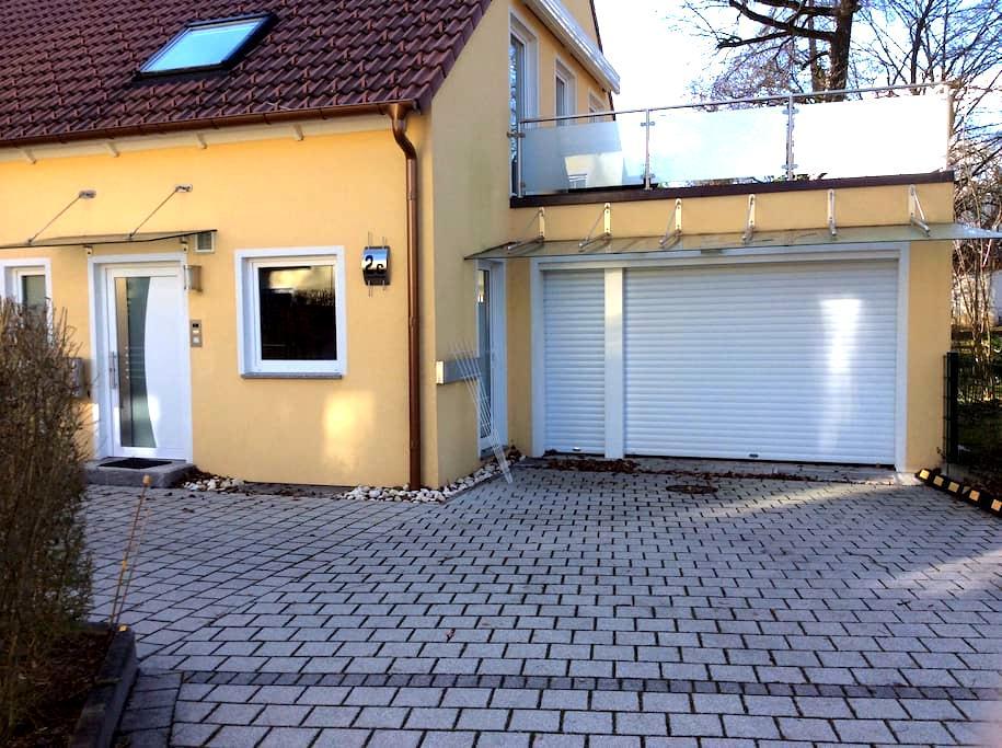 Haus mit Sauna und Dachterrasse - Unterschleißheim - House
