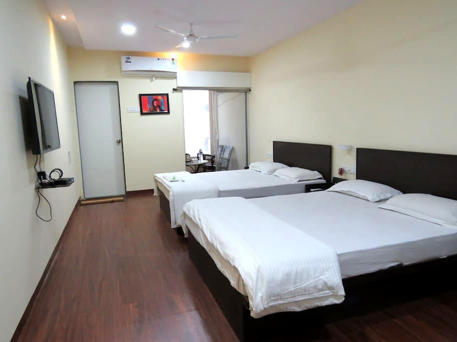 Super spacious family room - Pune - Apartment