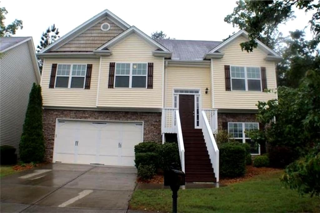 Cozy Sugar Hill Home - 4BR - Buford - House