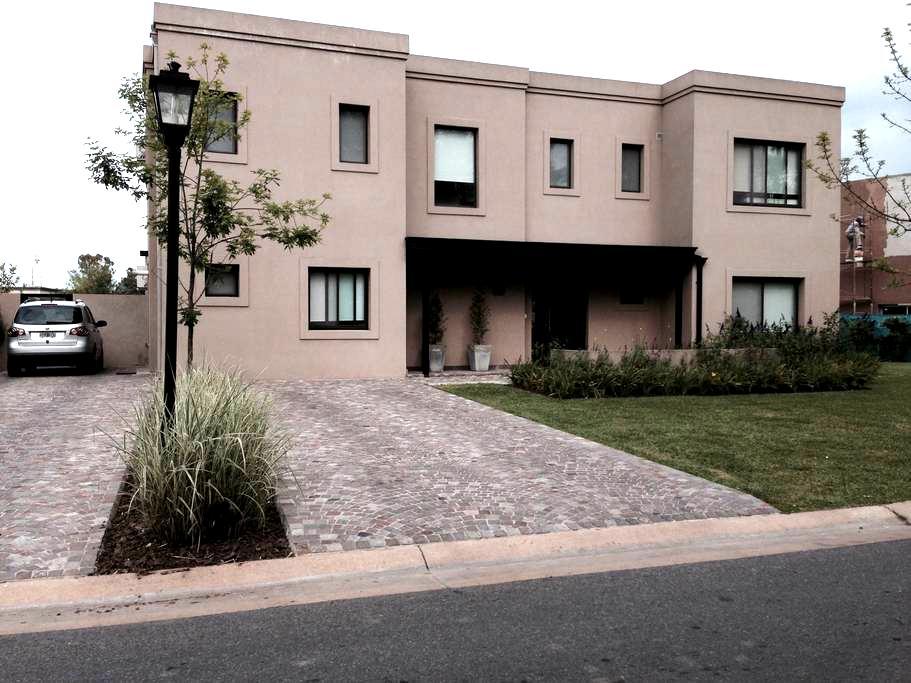 Casa Barrio El Encuentro - General Pacheco - Haus