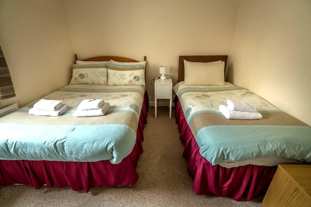 Stormy B&B Room 4, Portree Town Centre, Skye - Portree - Bed & Breakfast