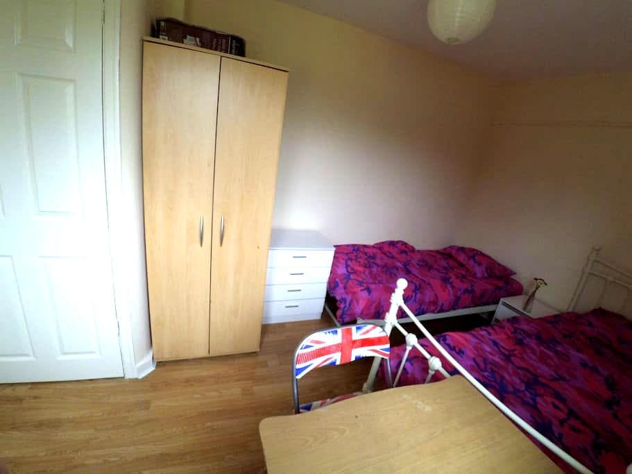 Cozy Twin Bedroom & Nice Location - Manchester - Casa