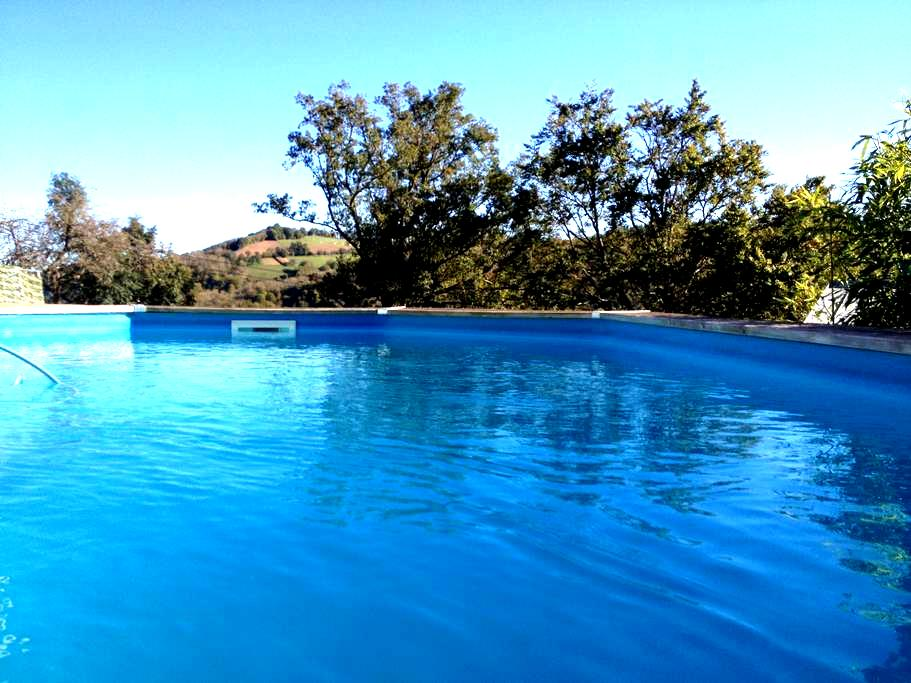 Studio avec piscine privée dans hameau verdoyant - Mayran