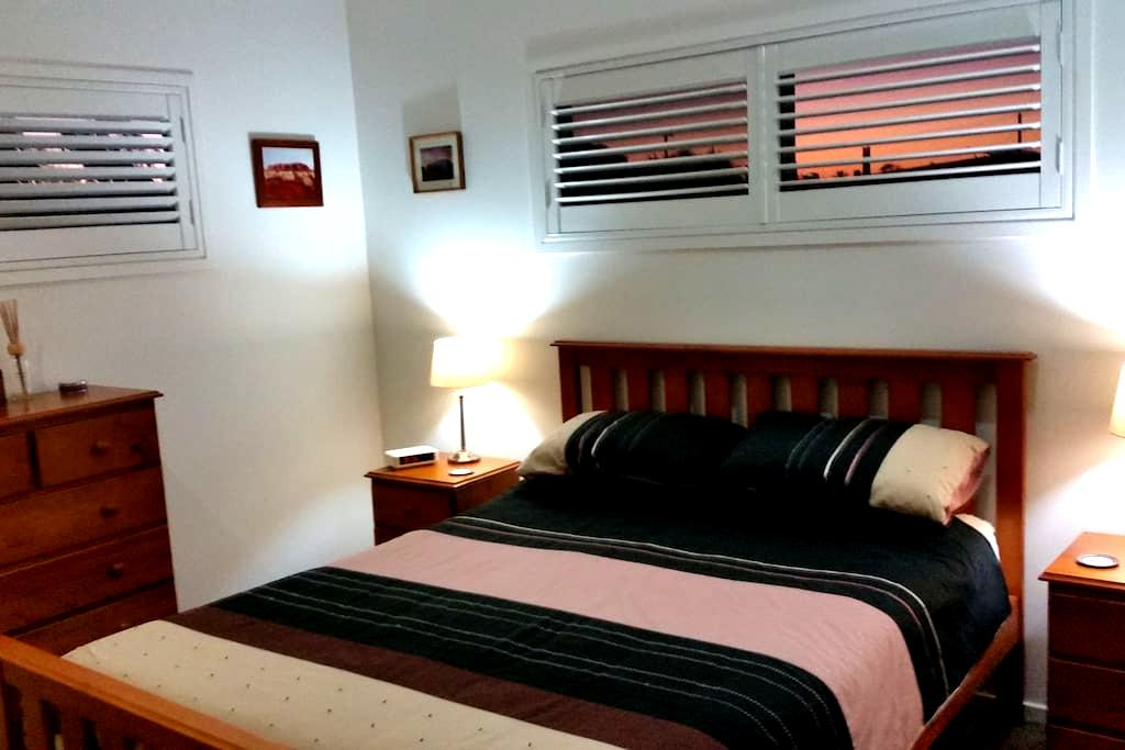 Large modern room, Queen bed, 5k's to CBD - Cannon Hill - Haus