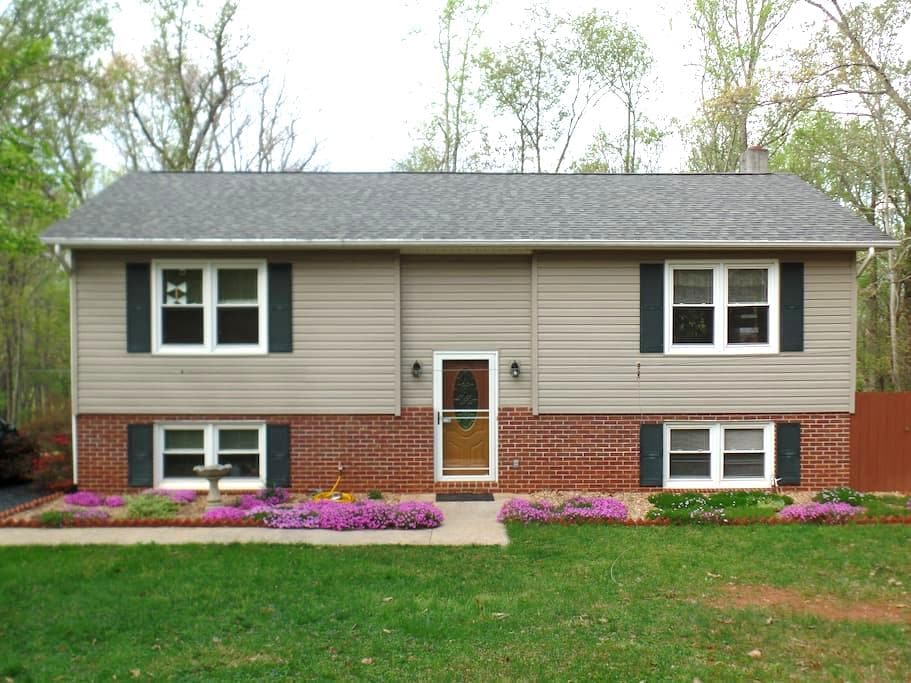 Guest Room near Lynchburg - Madison Heights - Casa