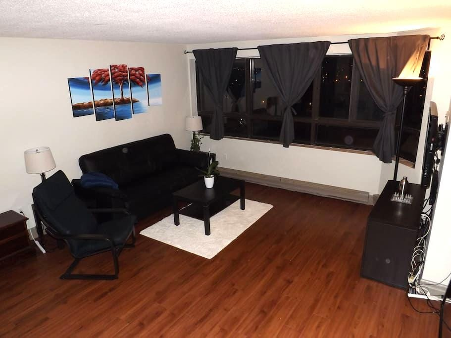 Room in two bedroom apartment - Kitchener - Lägenhet