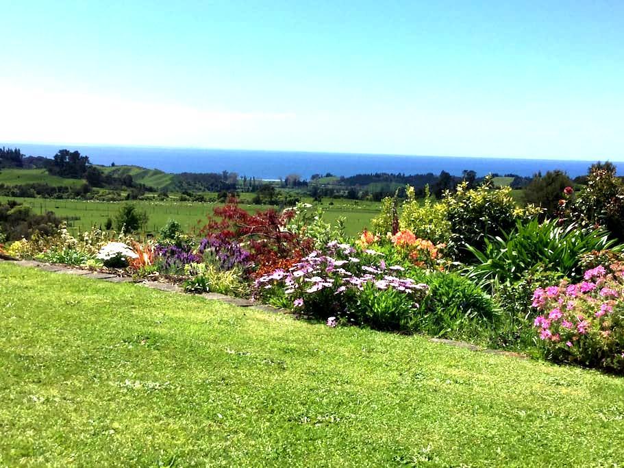 Seaview Takaka. Sea, rural and garden views. - Puramahoi - Talo
