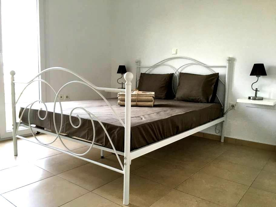 Luxurious renovated apartment - Kardia - Apartamento