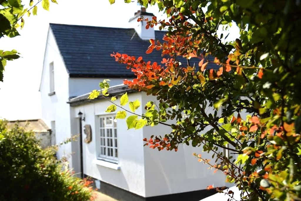 Character Cottage close to the sea - Saltmills