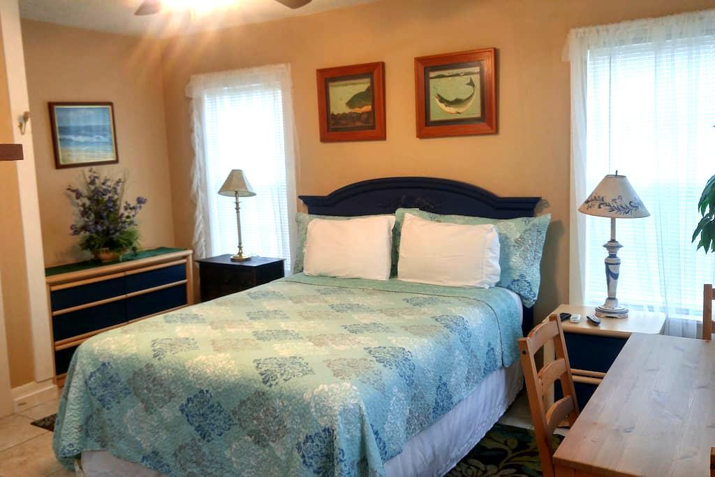 BUDGET RENTAL-1 BLK TO GREAT BEACH - Galveston - Apartment