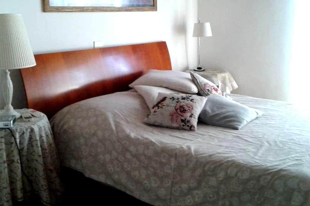 Beautiful and bright room near Ciampino's Airport - Roma - Apartment