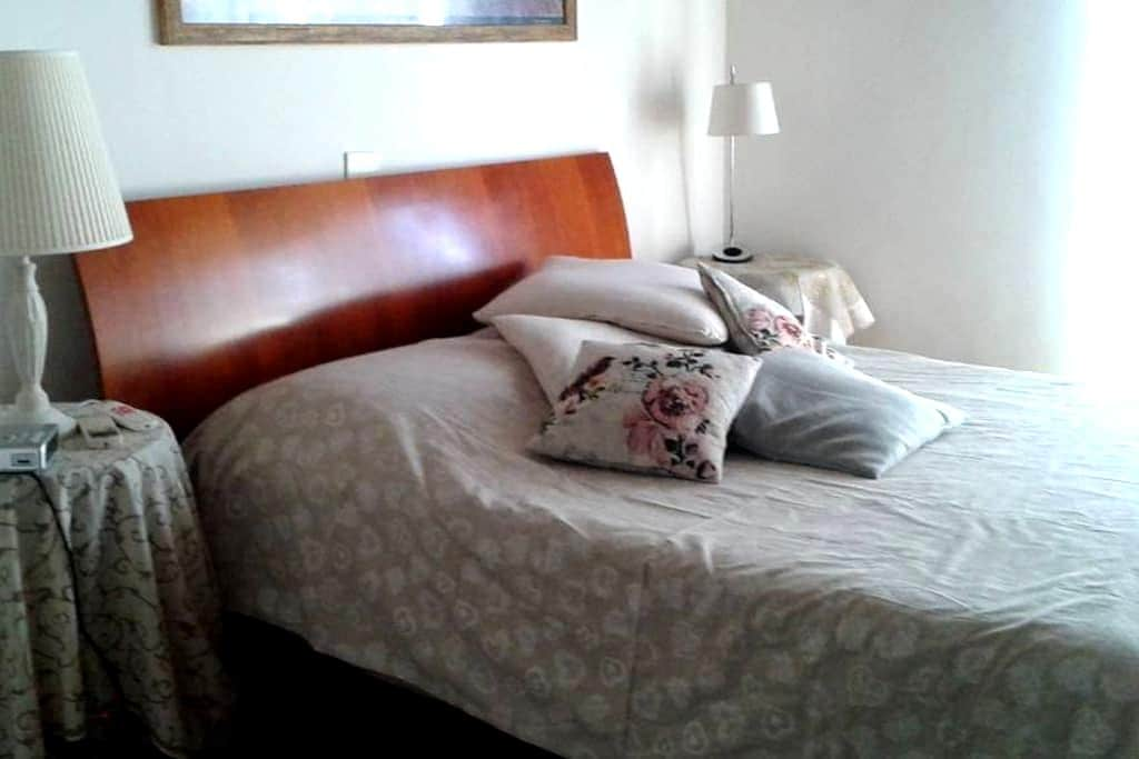 Beautiful and bright room near Ciampino's Airport - Rome - Appartement