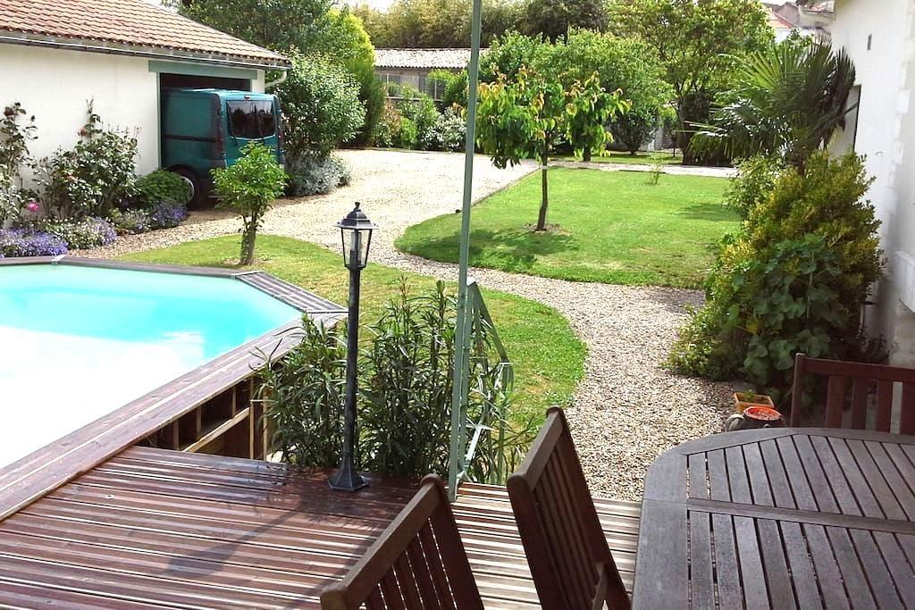 2 Chambres SdB dans grande maison - Châteauneuf-sur-Charente - Inap sarapan