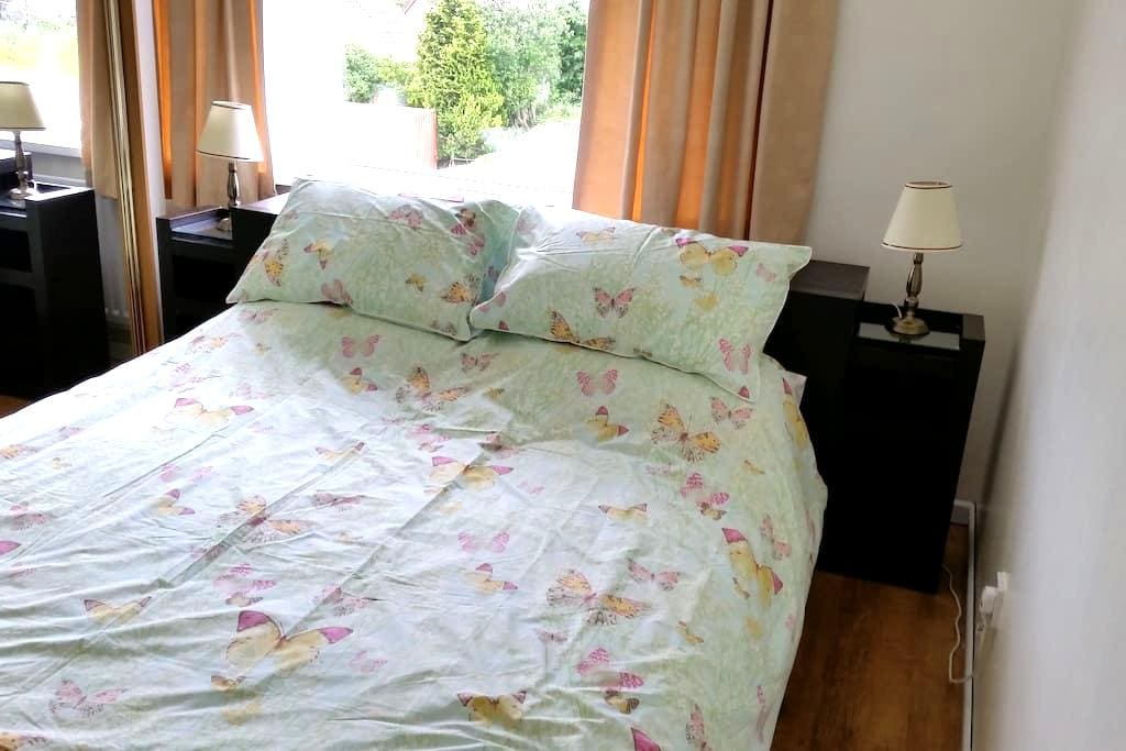 Private bedroom with a kingsize bed - Coleraine - Bed & Breakfast