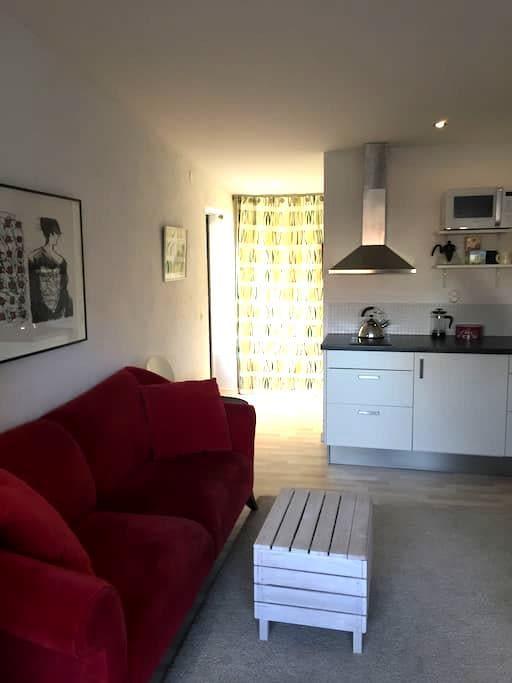 Cozy studio annex in a calm neighborhood - Malmö - Pension