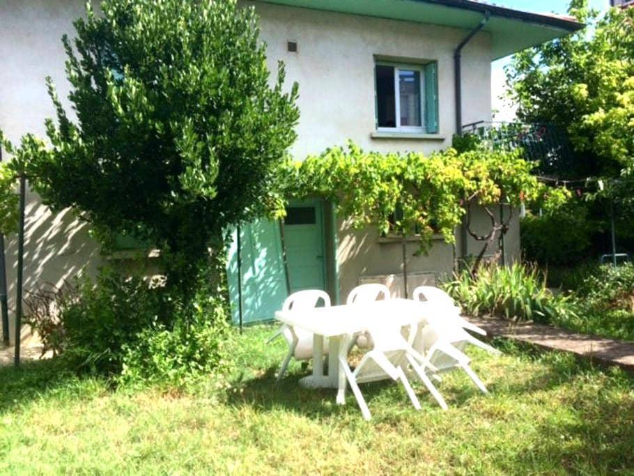 Chambres cosy dans grande maison avec jardin - Saint-Péray