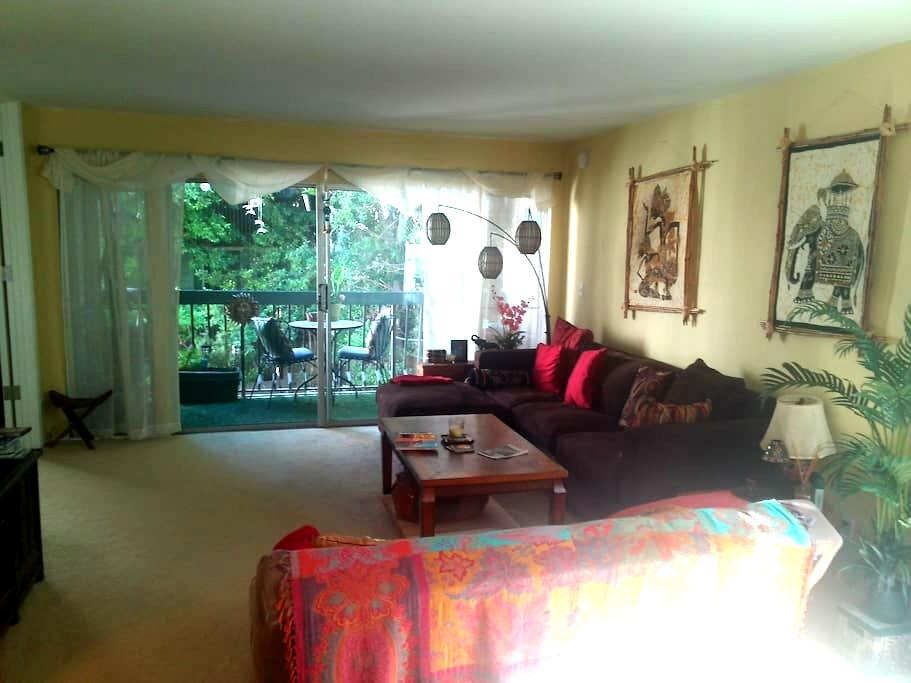 Private room with a worldly vibe - Culver City - Huoneisto