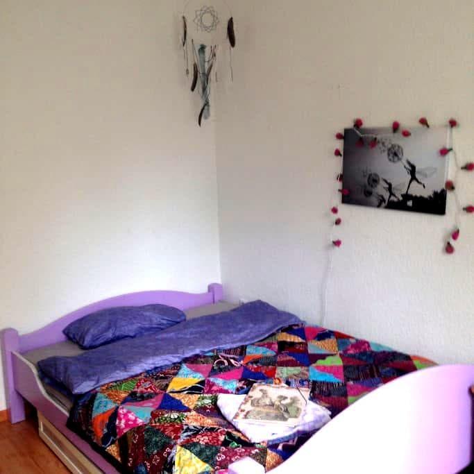 Privatzimmer 2 in Villa Kunterbunt - Hamburg - Apartemen