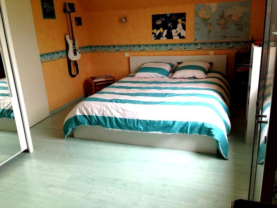 Grande chambre dans maison petits déjs inclus - Vaivre-et-Montoille - Ev