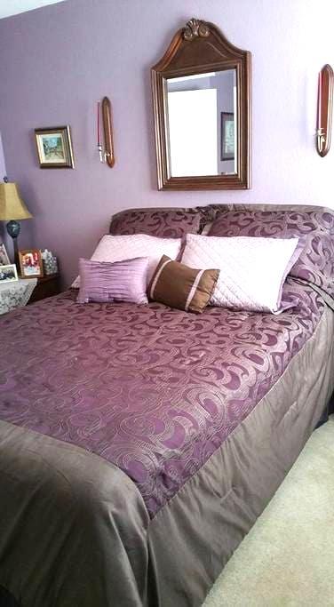 Lavendar Room, Bed and Breakfast near Austin, TX - Cedar Park - Bed & Breakfast