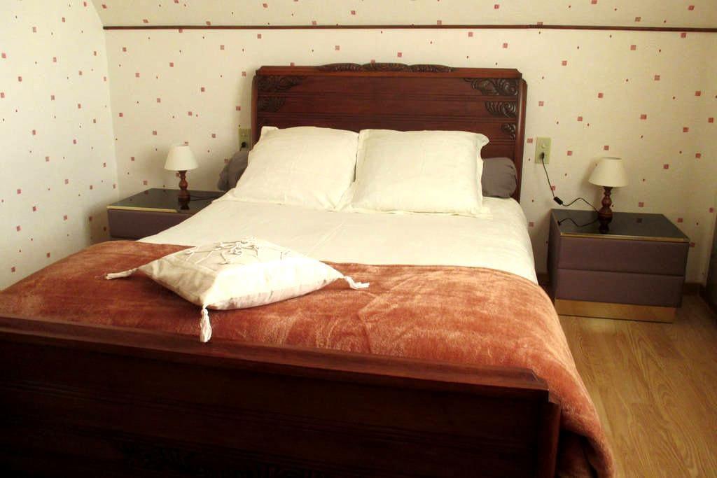 Très belle chambre double, avec vue sur le Lac - Castelnau-de-Mandailles