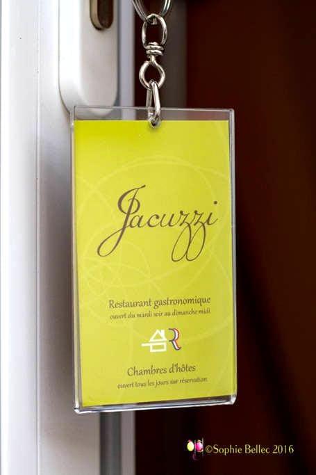Grande chambre avec Jacuzzi privatif lit king size - Acquigny - Casa de hóspedes